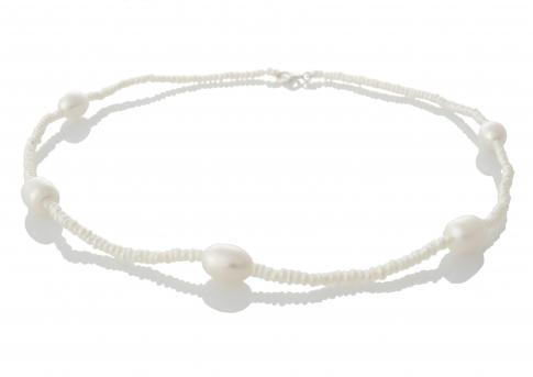 Нежно едноредно колие за всички възрасти от естествени бели перли