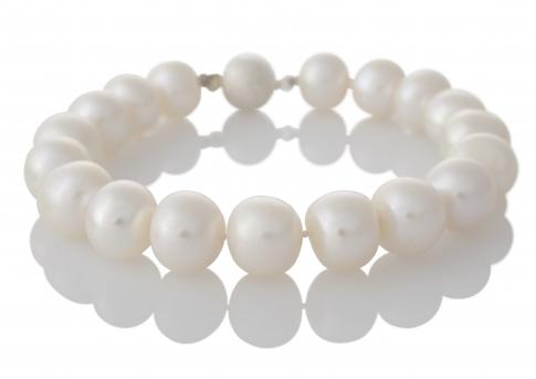 Класическа гривна от едри, бели, естествени перли