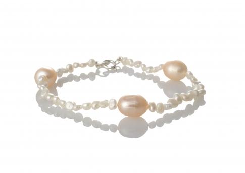 Нежна гривна от естествени, бели и розови перли