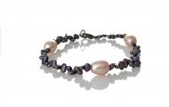 Нежна гривна от естествени, черни и розови перли