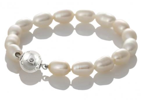 Красива гривна от овални, бели, естествени перли