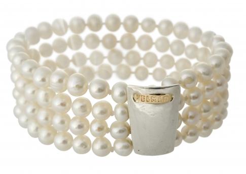 Гривна от четири реда естествени, бели перли и сребро