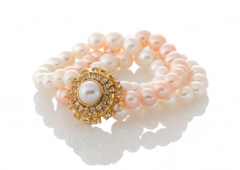 Красива гривна от три реда естествени, бели и розови перли