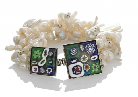 Гривна от муранско стъкло и естествени, бели перли