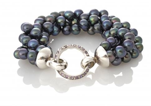 Елегантна гривна от сребро и естествени, черни перли