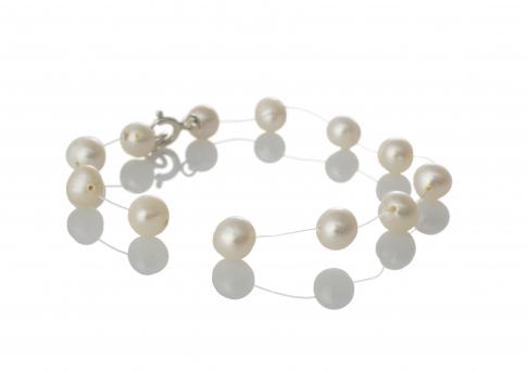Нежна гривна от бели, естествени перли