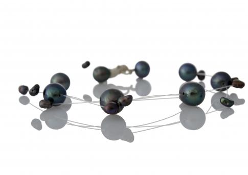 Колие от едри и дребни, естествени, черни перли