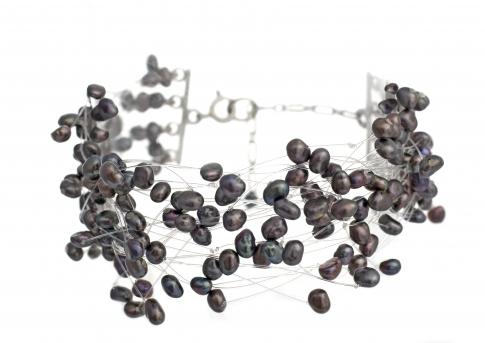 Елегантна гривна от естествени, черни перли и сребро