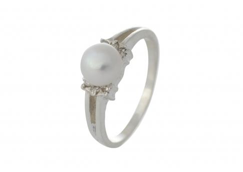 Нежен сребърен пръстен с висококачествена бяла перла