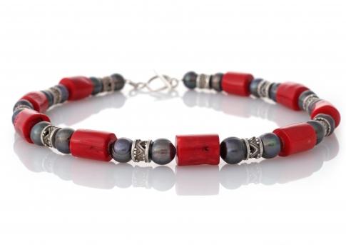 Колие от естествени, черни перли, червен корал и орнаменти