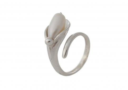 Красив, сребърен пръстен с овална, естествена, бяла перла