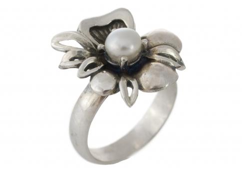 Пръстен във форма на цвете с елегантна естествена перла