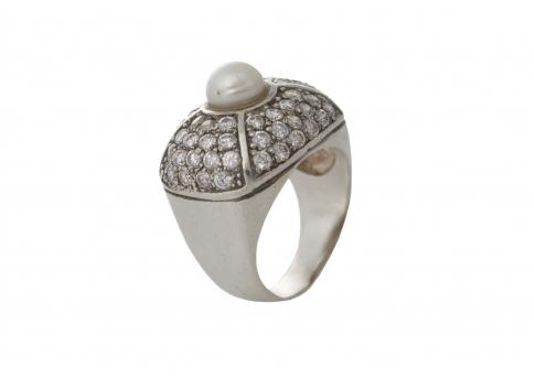 Впечатляващ сребърен пръстен с естествена перла и камъни