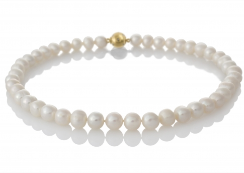 Класическо и елегантно колие от естествени бели перли
