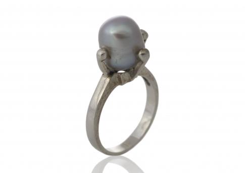 Стилен пръстен с красива, едра естествена перла