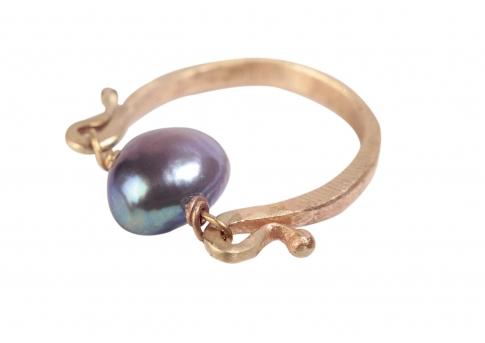 Великолепен античен златен пръстен с естесвена перла