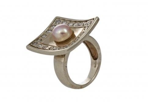 Впечатляващ и масивен сребърен пръстен с естествена перла и камъни