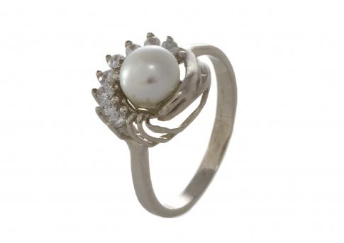 Изящен нежен сребърен пръстен с естествена перла и цирконии