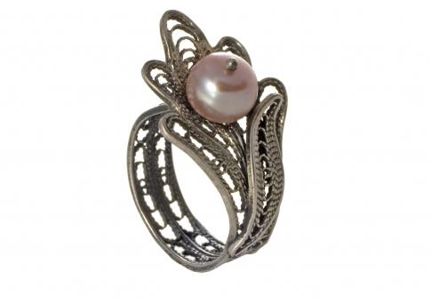 Изящен пръстен от сребърен филигран и естествена перла