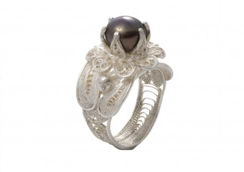 Ръчно направен пръстен от сребърен филигран с естествена перла