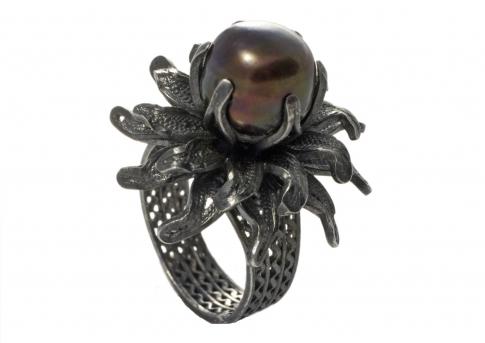 Ръчно изработен пръстен от сребърен филигран с голяма естествена перла
