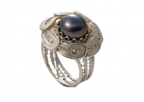 Пръстен от ръчен сребърен филигран и блестяща естествена перла