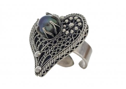 Неповторим пръстен от сребърен филигран с естествена перла