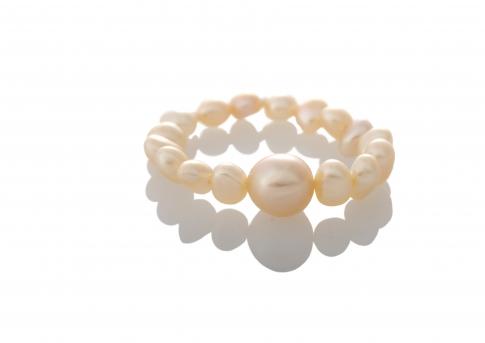 Нежен пръстен с естествени, розови перли