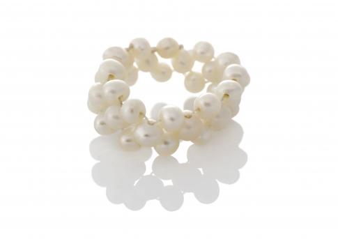 Плетен пръстен с бели естествени перли