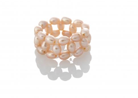 Плетен пръстен с естествени, розови перли