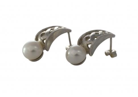 Красиви, сребърни обеци с бяла, естествена перла