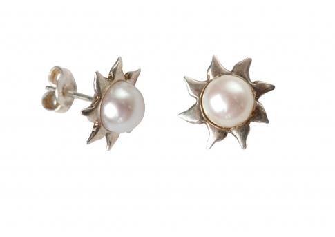 Нежни обеци от србро и бяла, естествена перла