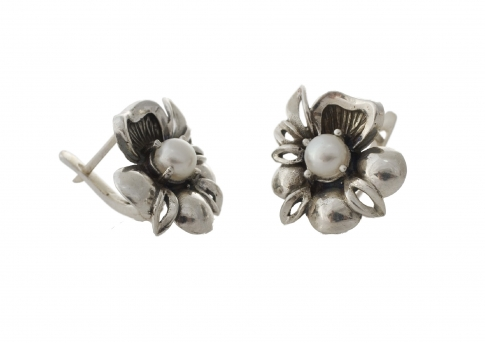 Обеци сребърно цвете с естествена перла