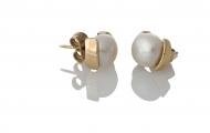 Златни обеци с едри бели естествени перли