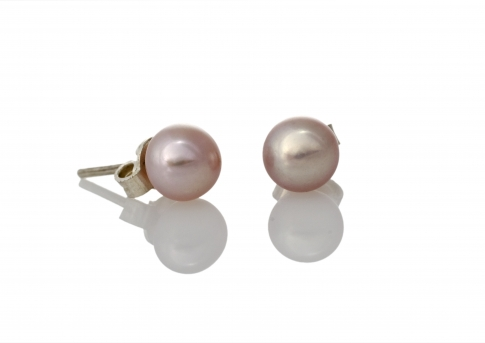 Класически обеци с естествена перла и сребърен щифт