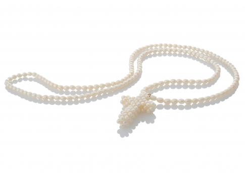 Плетено кръстче и верижка от естествени бели перли