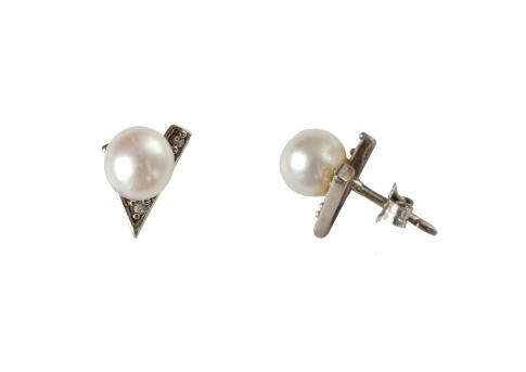 Стилни перлени обеци в сребро с малки камъни