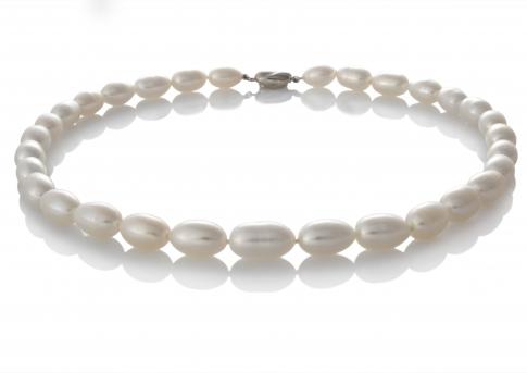 Ефектно класическо колие от овални бели естествени перли