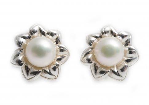 Сребърни обеци с красиви, едри, бели перли