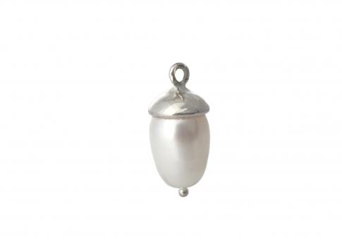 Висулка от естествена капковидна бяла перла в сребърен обков