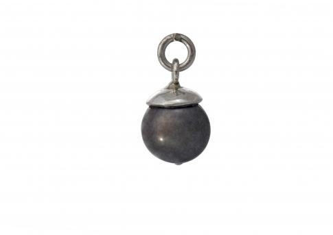 Красива висулка от естествена черна перла в сребърен обков