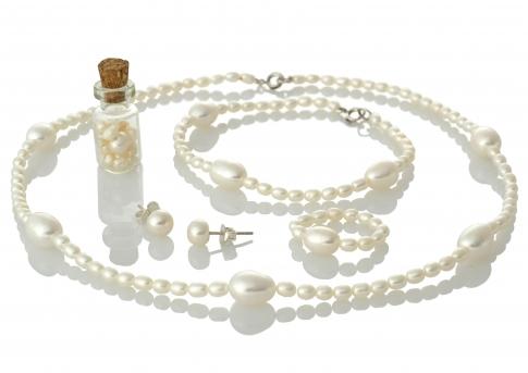 Комплект колие гривна обеци и пръстен от естествени перли