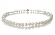 Изискано класическо колие от естесвени бели перли