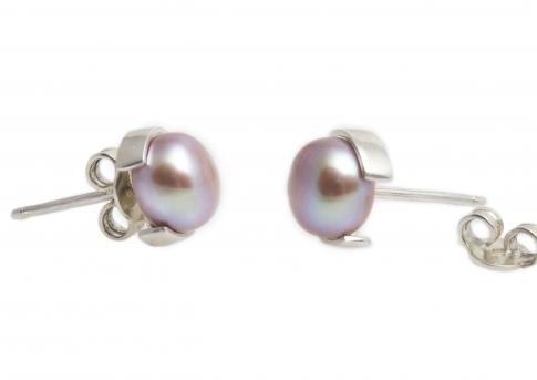 Красиви обеци с естествена бяла перла и сребърен обков