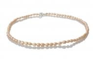 Нежно колие от ситни и редки естествени перли в овална форма