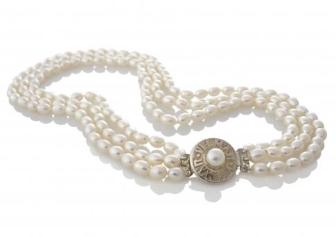 Tриредно колие от бели овални естествени перли със сребърна закопчалка