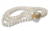 Триредно колие от едри бели овални перли и елегантна закопчалка
