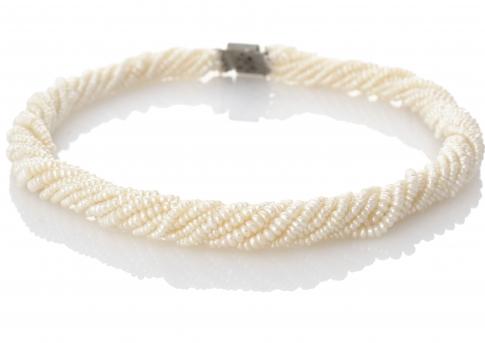 Уникално, многоредно, усукано колие от естествени,бели перли