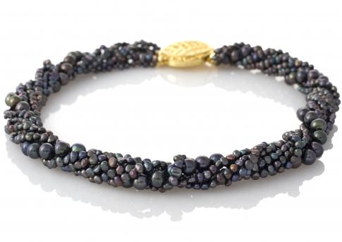 Красиво усукано колие от ситни и едри, черни, естествени перли