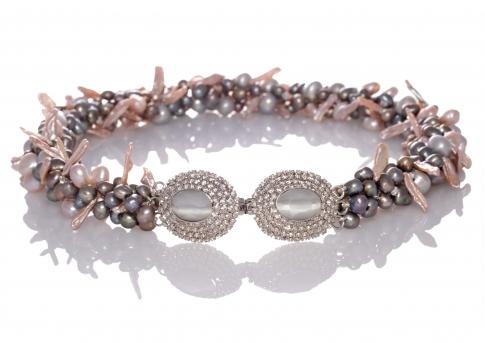 Колие с нестандартен дизайн от редки, естествени перли